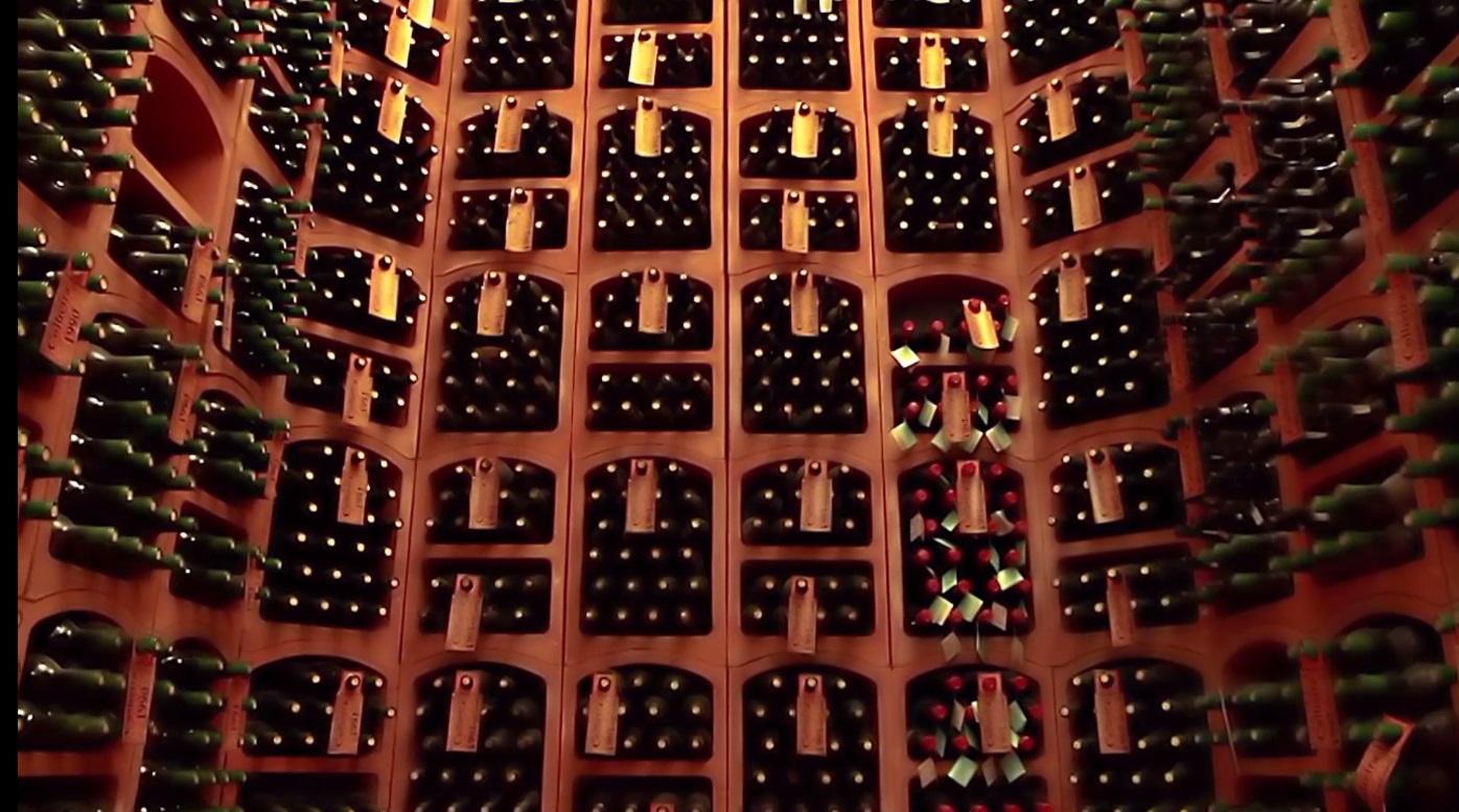 «Бесплатное декантирование вина» в «Slivki Общества»